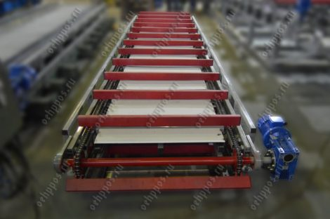 Conveyor for unloading of the profile or of metal